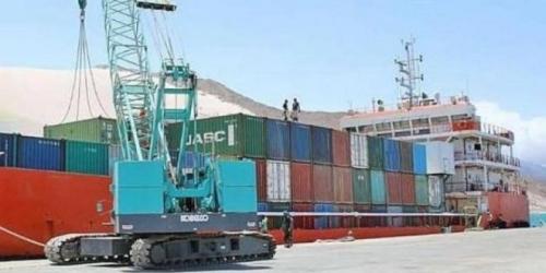 سفينة مساعدات إنسانية من الامارات إلى سقطرى