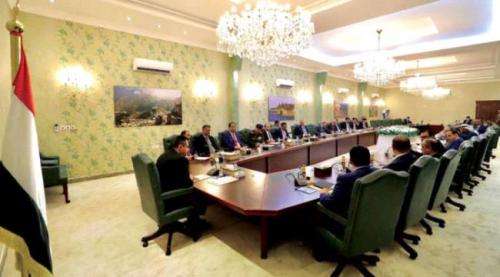 صحيفة الشرق الأوسط: الحكومة اليمنية تتجاوز صدمة التفجير وتعقد أولى اجتماعاتها في عدن