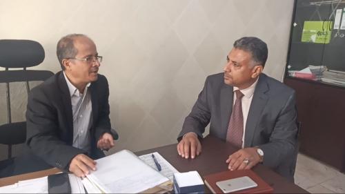 أمين محلي عدن يناقش مع وكيل وزارة الخدمة المدينة تحسين أداء الجهاز الإداري والمالي بالمحافظة