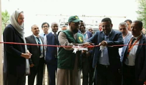 مركز الملك سلمان للإغاثة يدشن العمل بسلسلة مخازن لقاحات التحصين في عدن