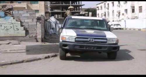 تفاصيل /قوة أمنية تعيد منزل سكني لمالكه عقب إخراج مقتحميه في عدن