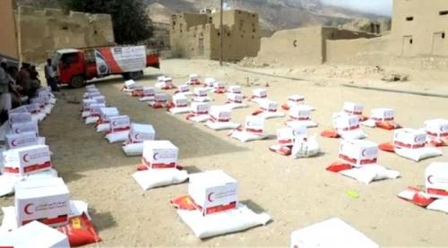 #الهلال_الاماراتي يغيث 500 أسرة بمواد غذائية في ارياف #المكلا