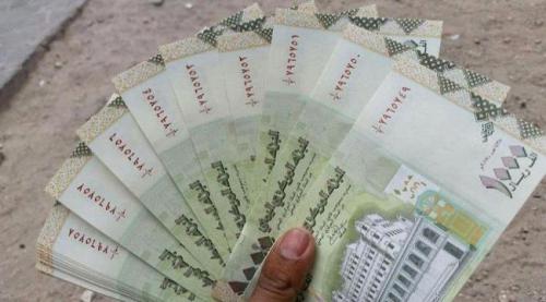 . مليشيا #الحوثي تداهم المحلات التجارية والبسطات وتنهب ملايين الريالات من العملة الجديدة في مناطق العود الضالع