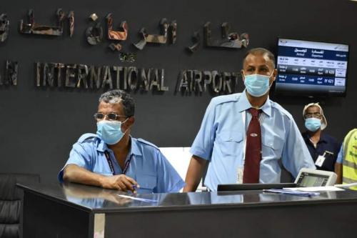 مصور... اعادة تشغيل الرحلات الجوية من والى مطار الريان الدولي بحضرموت عقب فترة توقف