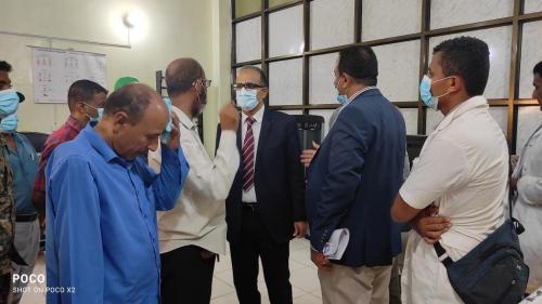 وزير الصحة يشيد بجهود مركز الاطراف الصناعية بعدن