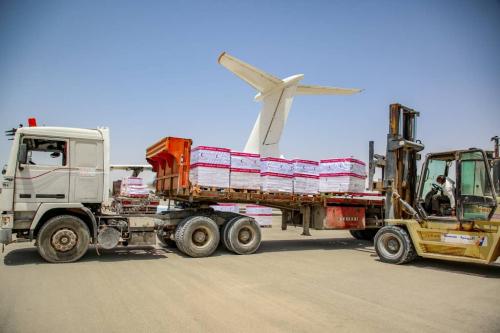 وصول طائرة مساعدات إماراتية غذائية ثانية إلى المكلا بمحافظة حضرموت*