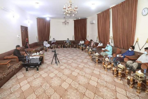 لقاء بالمكلا برئاسة المحافظ البحسني يبحث  تحسين خدمة الكهرباء خلال الشهر المبارك