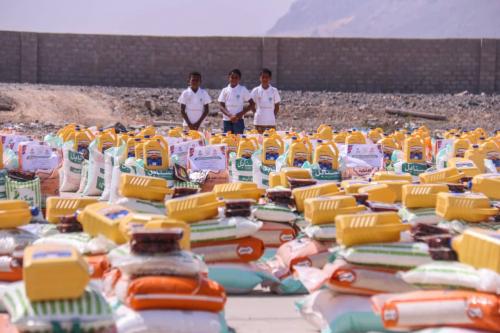 الجود للتنمية توزع 3000 سلة غذائية على الأسر المحتاجة بمديرية بروم ميفع بحضرموت