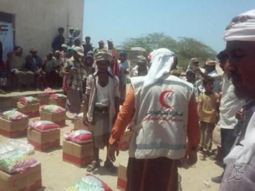 الهلال_الأحمر_الإماراتي يبدأ توزيع مساعداته الرمضانية في منطقة شقرة بأبين