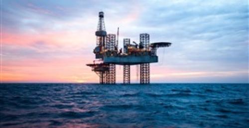 النفط يواصل ارتفاعه بفعل تخفيضات أوبك وعقوبات إيران