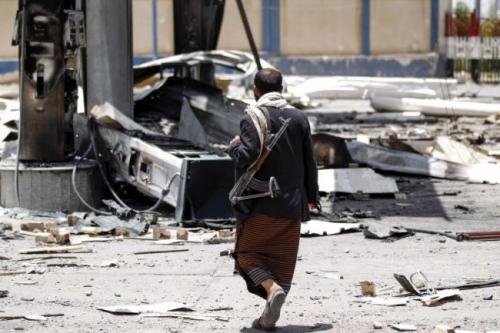 """"""" العرب """" التحالف يقطع """"شريان"""" الحوثيين في الحديدة"""