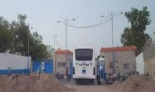 استشهاد أحد عمال مصنع يماني برصاصة قناص حوثي في مدينة الحديدة