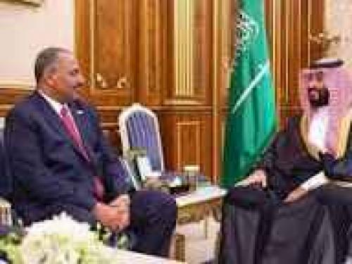 بدعوة من سمو ولي العهد.. الرئيس الزبيدي  يصل إلى المملكة العربية السعودية