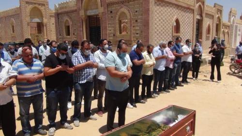 شاهد/تشييع جنازة حسن حسني وسط غياب لافت للفنانين