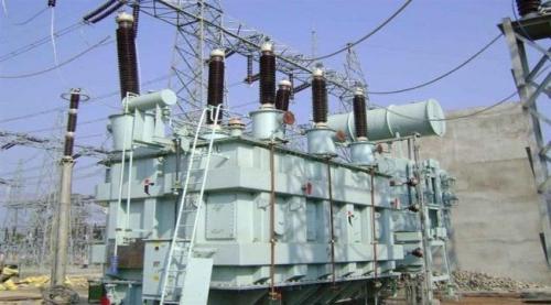 مساعي حكومية لتوريد 6 محولات كهربائية من الإمارات إلى العاصمة عدن