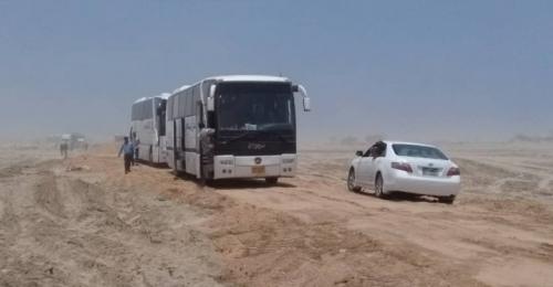 فتح الطريق الدولي أمام المسافرين العالقين منذ يومين برضوم شبوة