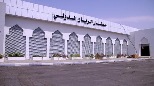 شاهد/مسؤول رفيع بمطار الريان يكشف عن أسباب تأخر الافتتاح ومستوى الجاهزية فيه