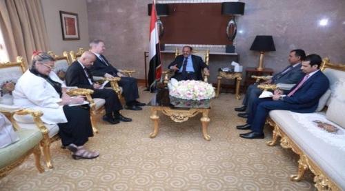 السفير الأمريكي يلمح إلى تورط علي محسن الأحمر بدعم الإرهاب في اليمن