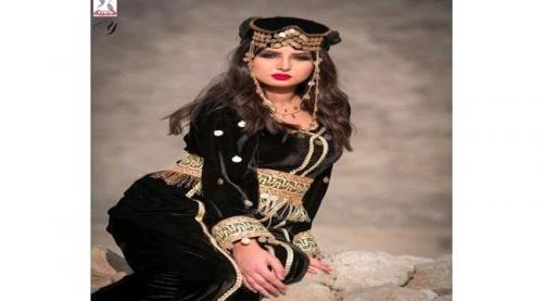 شاهد الصورة.. حزام الجنبية الرجالي  في تصميم يمني لفستان نسائي