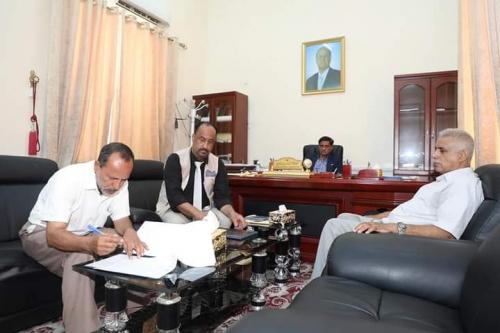 محافظ حضرموت يشهد توقيع اتفاقية مشروع مبنى معهد العلوم الصحية بمدينة المكلا