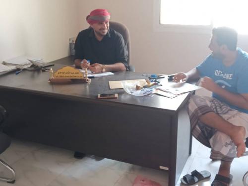 مدير هيئة المصائد السمكية بمحافظة شبوة الدكتور محمد الواحدي يعزي في وفاة الصياد يسلم العذمبر.