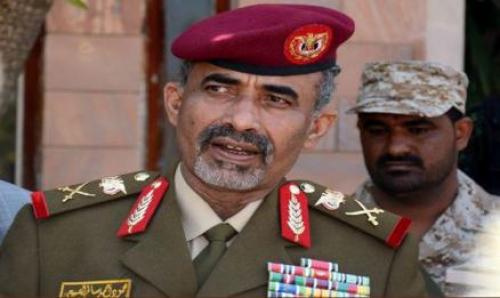 مليشيا الحوثيون يوافقون على اطلاق سراح وزير الدفاع السابق وشقيق الرئيس