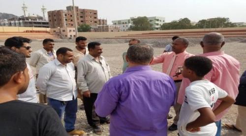 مدير عام مديرية صيره يتفقد مشروع ملعب الحبيشي