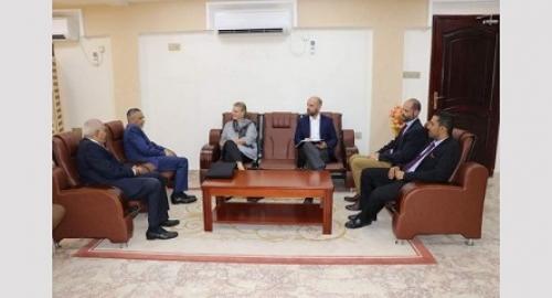 البنك المركزي اليمني يتدخل لوقف إنهيار الريال