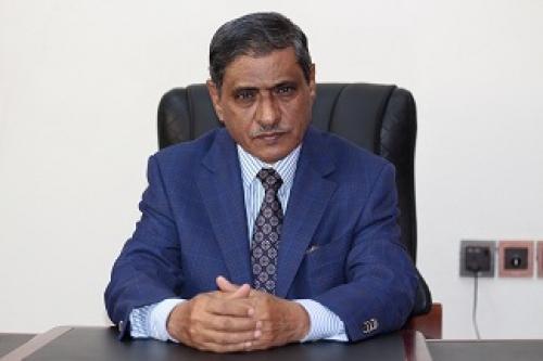 محافظ حضرموت يصدر تعميماً بتعميد جميع عقود العمل الخاصة بالشركات ومؤسسات القطاع الخاص لدى مكتب وزارة الشؤون الاجتماعية والعمل