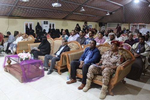 محافظ حضرموت يحضر فعاليات الندوة الختامية حول عودة المغتربين وتحدي الأزمة
