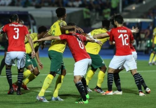 جنوب أفريقيا تفجر المفاجأة وتطيح بمنتخب مصر خارج الكان