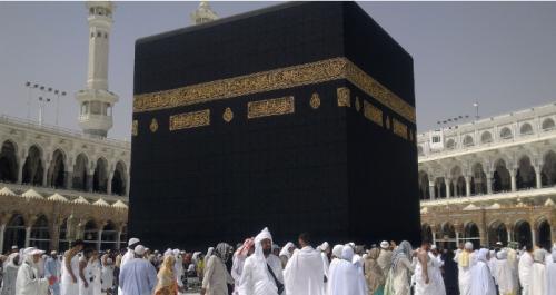 السعودية .. قرار مهم بشأن تنقل المعتمرين خارج مكة والمدينة