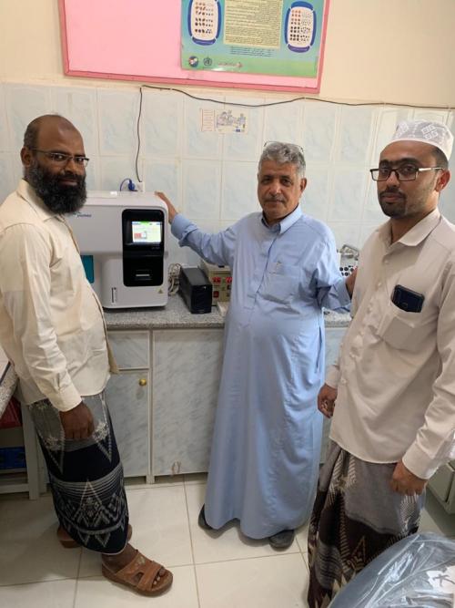 مؤسسة بن كردوس  للتنمية تقدم جهاز CBC للمركز الصحي بقرية اللسك بتريم في حضرموت