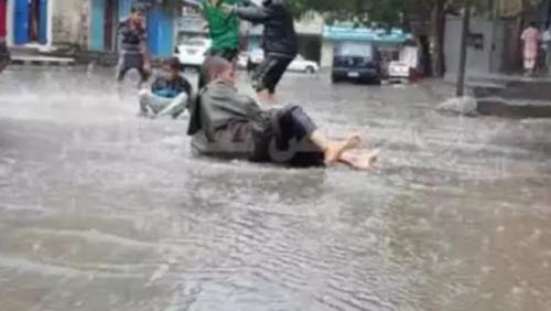 هطول أمطار متفرقة بمحافظة عدن