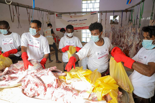"""بدعم إماراتي.. """"الهلال الأحمر"""" يدشن مشروع توزيع أضاحي العيد على 9 آلاف أسرة  في محافظة حضرموت"""