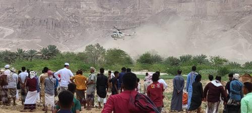تدخل طيران المنطقة العسكرية الاولى لانقاذ محاصرين من السيول بمنطقة مدودة بمديرية سيئون