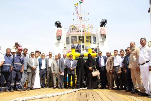 بحضور محافظ حضرموت.. ميناء المكلا يشهد مراسم استقبال وصول القاطرة البحرية المقدمة من دولة الإمارات العربية المتحدة