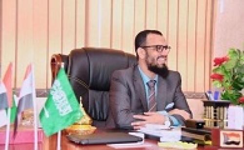 الشيخ هاني بن بريك «إن أراد الله خيرا بالرئيس هادي يسلمه من بطانة الإخونج»
