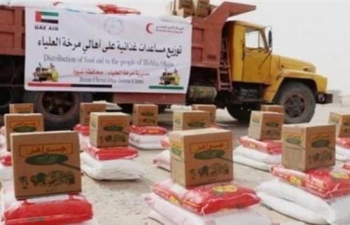 الهلال #الاحمر الاماراتي يوزيع مساعدات #إنسانية للمتضررين من السيول بـ#شبوة
