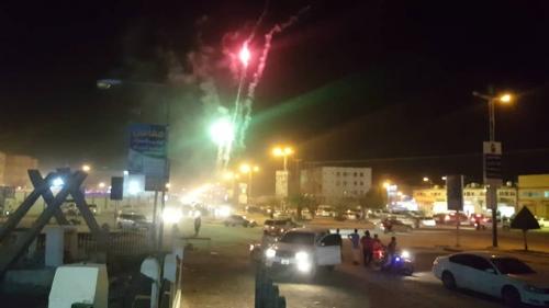 مدينة سيئون تزين سمائها بالالعاب النارية احتفالا بالانتصارات التي تحققت في العاصمة عدن وتدعو ابنائها بالزحف الى عدن