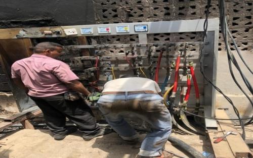 موظفو الكهرباء بعدن يواصلون عملهم في إجازة العيد