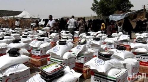 دولة الإمارات تمنح سكان الساحل الغربي اليمني كسوة العيد ومعونات غذائية