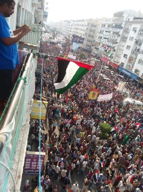 شاهد الفيديو/شارع مدرم مليونيه الوفا للاشقاء في دوله الامارات العربيه