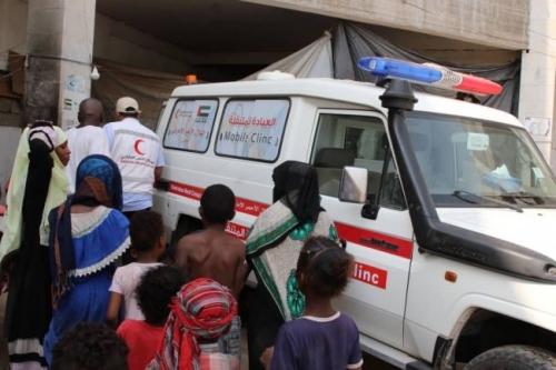 الإمارات تدشن مشروع العيادة المتنقلة لعلاج النازحين في المخيمات اليمنية