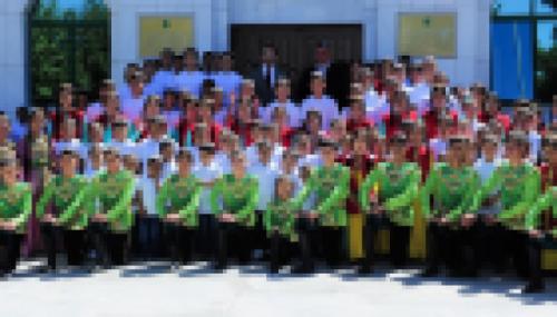 الإمارات تقدم حقائب وأزياء مدرسية لـ50 ألف طالب في غزة