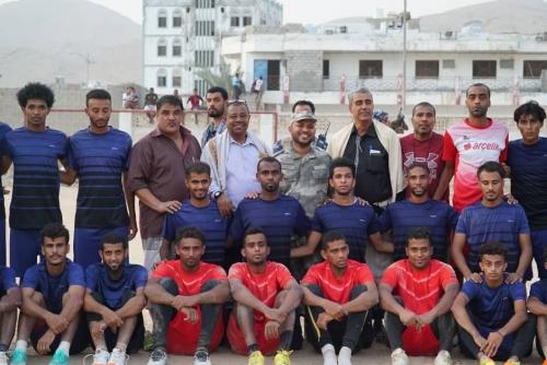 مدير أمن ساحل حضرموت رئيس نادي اتحاد الشرطة الرياضي في زيارة لمقر نادي الشعب بالمكلا