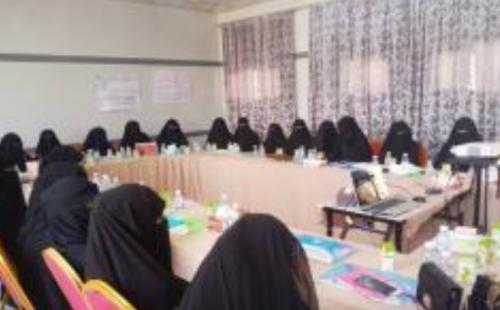 """الإدارة العامة لتنمية المرأة بالمهرة تدشن دورة """"TOT"""" بمدرسة أروى بسيحوت"""