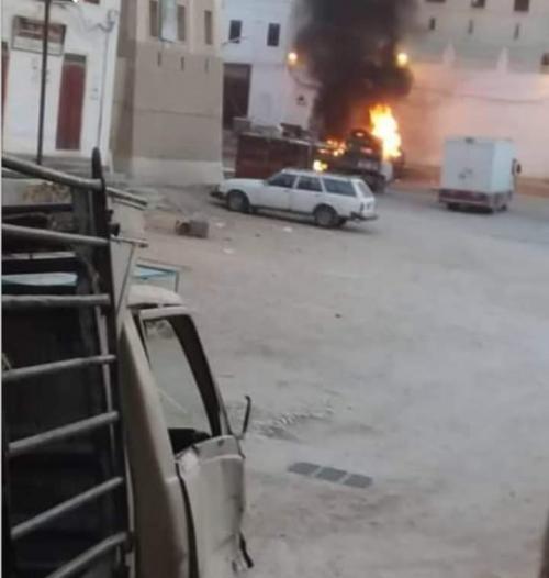 عاجل/ إنفجار هائل يهز مدينة شبام في الساحة العامة أمام القصر وتصاعد للدخان مع اطلاق نار متقط