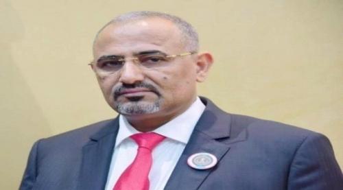 الرئيس الزُبيدي يُعزي قائد قوات الحزام الأمني بمحافظة الضالع بوفاة والدته