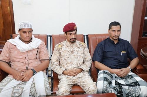 المحافظ البحسني يلتقي أسرة الشهيد عبدالواسع العيدروس ويشيد بجهود الأجهزة الأمنية والعسكرية والاستخباراتية في القبض على الجناة